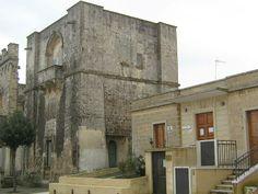 Torre di Alfonso (dal nome del proprietario) a Marittima (provincia di Lecce) è sita nel cuore antico della cittadina, in via Cellini. Venne edificata nel XVI secolo ingentilita dal cordolo e da una balconata che adorna la facciata superiore. È a base quadrata.
