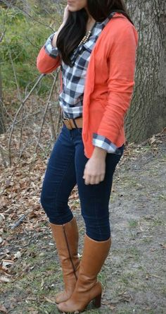 Plaid button down with cardigan Outfits Con Camisa, Coral Cardigan, Cognac Boots, Outfits Otoño, Peach Orange, Casual Winter Outfits, Plaid Dress, Dress Me Up, Latest Trends