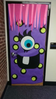 Easy Halloween Crafts for Kids at School - DIY Door Decorations My classroom door for the next month or so Little door monster Halloween Classroom Door, Theme Halloween, Minion Halloween, Easy Halloween, Halloween Crafts, Halloween Bulletin Boards, Monster Bulletin Boards, Funny Halloween, Deco Porte Halloween