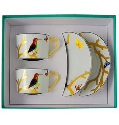 """Set of 2 breakfast cups and saucers Bernardaud  Packaging : set of 2 breakfast cups and saucers  Model : breakfast service   Collection : """"Aux Oiseaux""""  Capacity :  25 cl  or  8.5 oz  Material : fine porcelain of Limoges  Color : see photo  Use : do not put in microwaves  Maintenance : warranty dishwasher  http://trend-on-line.com/brand/bernardaud/aux-oiseaux/lot-de-2-tasses-a-petit-dejeuner-avec-sous-tasses"""
