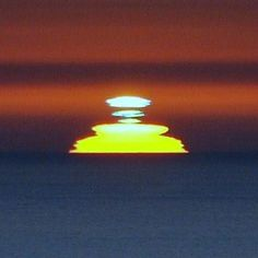 How to see the legendary green flash Tonight. You can see green flashes with the eye, when sky conditions are just right, if you are looking toward a very clear and very distant horizon.
