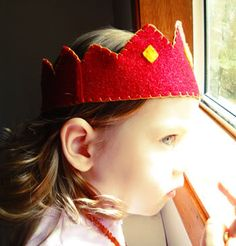 DIY tutorial for cute felt crowns that double as party hats.
