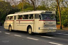 Ikarus 66 - #dutt #Ikarus Retro Cars, Vintage Cars, Classic Trucks, Classic Cars, Ddr Museum, Rv Bus, Luxury Bus, Bus Coach, Pedal Cars