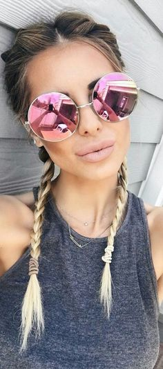 Quay Sunglasses are always on trend! Oversized round metal sunglasses with mirrored lenses for women Quay Sunglasses, Round Sunglasses, Mirrored Sunglasses, Pink Sunglasses, Sunglasses Women 2017, Trending Sunglasses, Wooden Sunglasses, Clubmaster Sunglasses, Luxury Sunglasses