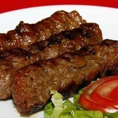 Asta e cea mai veche rețetă de mici pe care poporul român o are Meat Recipes, Mexican Food Recipes, Cooking Recipes, Healthy Recipes, Romania Food, Empanadas, International Recipes, Kitchen Recipes, Ground Beef
