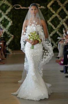 Oscar de la Renta ... what a beautiful veil!