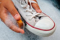Know some of the best Shoe Cleaning Hacks which will give you the best results. Now you can properly clean your shoes by using these Shoe Cleaning Hacks Sneaker Outfits, Outfits Chucks, Baskets Adidas, Baskets En Cuir, Clean Shoes, Everyday Shoes, Adidas Outfit, Plimsolls, Boots