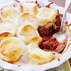 Upside Down Pizza Casserole (4 ingredients, my kind of dinner!) ~~>This four-ingredient casserole takes just 35 minutes to make, from start to finish. Ground beef makes it nice and hearty, while store-bought biscuits make a quick and easy topper.