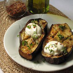 caiet+cu+retete:+Vinete+la+cuptor+cu+iaurt+grecesc Baked Potato, Potatoes, Baking, Ethnic Recipes, Corner, Food, Greece, Potato, Bakken