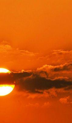 sun and clouds Orange Aesthetic, Aesthetic Colors, Aesthetic Images, Orange Sky, Orange Color, Orange Zest, Orange Creamsicle, Burnt Orange, Color Pop