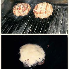 Pena que rede social não dá pra sentir cheiro...Esse burger defumado tá de enlouquecer!  Vem pra Divino Burger! #divinoburger #sensacional #burgerlovers #hamburguerperfeito #hamburguersemfrescura #foodtrailer #comidaderua by divinoburger