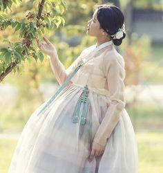 Korean Hanbok, Cute Korean, People Of The World, Korean Outfits, Korean Women, Kimchi, Traditional Outfits, Kpop Girls, Korean Fashion