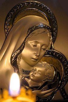 Молитвы о достатке и материальном блшагополучии ко Пресвятой Богородице и перед Ее святыми образами.