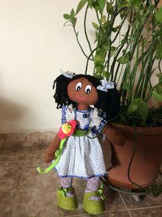 Muñecas negras hechas a mano en tela (trapo) con lindos vestidos y accesorios.