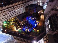 Bares en las alturas: 6 rooftops para conocer en Buenos Aires Tom Collins, Mini Empanadas, Happy Hour, Bar, Christmas Tree, Holiday Decor, Cheese Platters, Wedding Parties, Buenos Aires