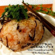やばい!やみつき!美味しすぎる♡ごま油と塩昆布の焼おにぎり♡|レシピブログ Quick Recipes, Asian Recipes, Healthy Recipes, Healthy Food, How To Cook Rice, Food To Make, Easy Cooking, Cooking Recipes, Onigiri Recipe