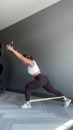 At Home Full Body Band Workout - Fitness - Try these band exercises at home for a full body workout! Gym Workout Videos, Cardio Training, Best Cardio Workout, Pilates Workout, Gym Workouts, At Home Workouts, Workout Fitness, Band Workouts, Pop Pilates
