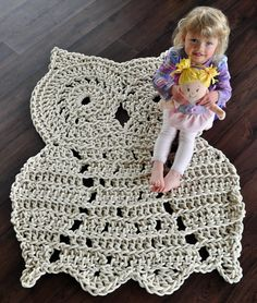 Owl cuteness super sized! This owl rug is handmade by me using a 100% cotton rope. It's is perfect for owl lovers as an accent rug to any room in your house. What a great addition to nursery decor! A combination of the softness of the rope and texture achieved through crocheting makes it feel a...