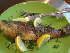 Old Fashioned Pan Fried Trout 1 large (or )2 medium trout 2/3 cup flour 2/3 cup cornmeal ½ teaspoon sea salt ½ teaspoon pepper ¼ cup extra virgin olive oil 3 tablespoons butter Lemon wedges Chives ...