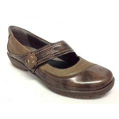 Zapato merceditas para plantillas extraibles.Zapato fabricado en piel de primera calidad.Plantillas extraibles.El merceditas es un clásico, y año tras año es uno de los modelos más vendidos.La combinación de piel napa y charol, le dan un look muy atractivo.Piso de goma ligera y flexible.Colores,negro y marrón.Tallas desde el 35 al 41.www.calzadossilvio.com