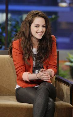 Kristin Stewart is actually pretty! If she smiles.