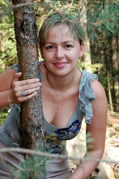 Голые девушки на публике, эксгибиционистки, эротика.: Зрелая женщина, фото сессия в лесу, частное фото. ...