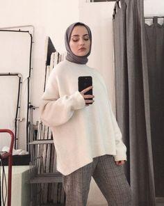 Image may contain: 1 person indoor Tesettür Abiye Modelleri 2020 Modern Hijab Fashion, Muslim Fashion, Modest Fashion, Fashion Outfits, Casual Hijab Outfit, Casual Outfits, Modest Dresses, Modest Outfits, Mode Hijab