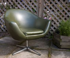 Vintage Retro 1960s/70s Avocado Green Vinyl Swivel Tub Chair