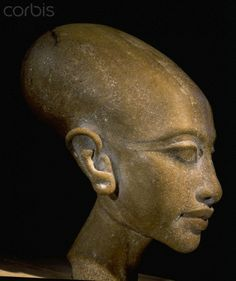 One of six daughters to Akhenaten and Nefertiti. 18th dynasty, circa 1350 BC. Tell el Amarna. Egyptian Museum, Cairo. Photographer: Werner Forman .