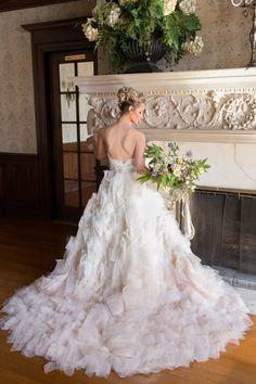 Classy and elegant wedding inspiration - http://fabyoubliss.com/2015/04/16/classy-elegant-midwest-wedding-inspiration