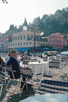 Oh, to sit and have a cup of coffee here...what a  dream.  l'antipodeuse: Portofino