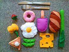 Baby diy play toy kitchen 23 Ideas for 2019 Felt Diy, Felt Crafts, Fabric Crafts, Diy Gifts For Kids, Diy For Kids, Crafts For Kids, Diy Bebe, Baby Co, Felt Food