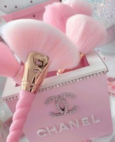 Image uploaded by 👑💕Carolina💕👑. Find images and videos about pink and chanel on We Heart It - the app to get lost in what you love. Pink Tumblr Aesthetic, Baby Pink Aesthetic, Boujee Aesthetic, Bad Girl Aesthetic, Aesthetic Collage, Aesthetic Pictures, Makeup Aesthetic, Aesthetic Women, Aesthetic Bedroom