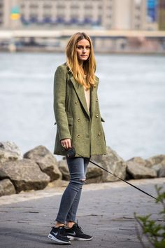 Olivia Palermo in jeans walking her dog