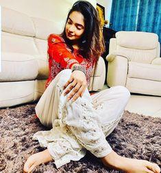Pakistani Girl, Pakistani Actress, Girl Pictures, Girl Photos, Actress Anushka, Photoshoot Images, Yoga Photos, Red Suit, Latest Celebrity News