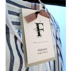 人気のアルファベットフレグランスシリーズにサシェが登場。  袋の中のビーズが優しく香ります。 クローゼットや引き出しに入れてふんわりと広がる香りをお...
