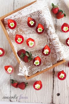 'Me' Wedding (Part 2/3) – D&w Chocolate Mousseshots by Sincerely Fiona. Following on the last dessert that I've made for my friend's wedding. Part 2 consists of a smaller portion, tasty and guilt-free mousse shot! I particularly like this dessert because it is easy to ...