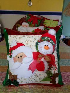 Felt Christmas Decorations, Christmas Stockings, Holiday Decor, Diy And Crafts, Christmas Crafts, Crafts For Kids, Nails For Kids, Christmas Quilt Patterns, Holidays And Events