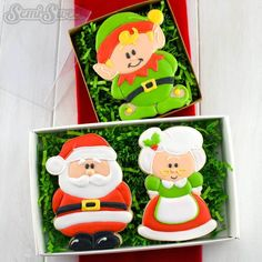 How to decorate Mrs. Claus cookies with royal icing. This tutorial shows the step-by-step process to creating your own first lady of Christmas. Christmas Cookie Cutters, Christmas Sugar Cookies, Christmas Sweets, Holiday Cookies, Christmas Clay, Grinch Christmas, Christmas Decorations, Santa Cookies, Galletas Cookies
