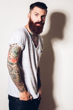Tips For Picking Maternity Fashion Clothes Bohemian Style Men, Bohemian Style Clothing, Beard Suit, Hot Beards, Men Tumblr, Cool Hairstyles For Men, Beard Styles For Men, Hipster Man, Awesome Beards