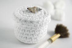 Coats Crafts Snow White Crochet Box - pattern