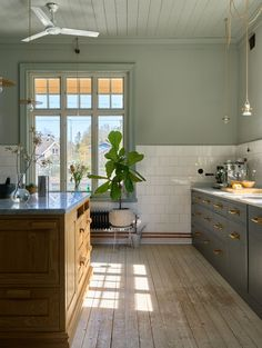 Charlotte Lindholm, Ikea Soderhamn, Victorian Tiles, Innovative Architecture, Wooden Wall Panels, Blue Cabinets, Luxury Kitchens, Dining Area, Cooking