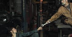 Freddy Fabris, un fotógrafo de E.E.U.U., siempre quería rendir homenaje con sus fotografías de alguna manera a los maestros del Renacimiento pero no supo cómo hacerlo, hasta que un día se encontró en una tienda de automecánica en Midwest. Este hecho le llevó a una serie de retratos de mecánicos de autos reconstruyendo las famosas pinturas renacentistas.