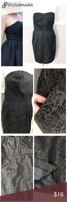 Black Strapless Dress with Pockets Forever 21 black dress with slight modified sweetheart neckline. Elastic on black by zipper - see photo! Zipper up back. POCKETS!! Black with black flower print over it for some texture. Plus size. BUNDLES 20% OFF 🎉 Forever 21 Dresses Strapless