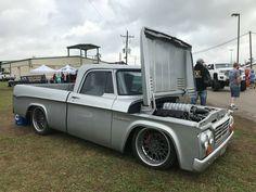 Dodge D100..