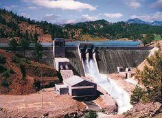 Hidroelektrik santrallar; - Yenilenebilir kaynak olan sudan enerji elde etmeleri, - Sera gazı emisyonu yaratmamaları, - İnşaatın yerli imkanlarla yapılabilmesi, - Teknik ömrünün uzun olması ve yakıt giderlerinin olmaması, - İşletme bakım giderlerinin düşük olması, - İstihdam imkanı yaratmaları, - Kırsal kesimlerde ekonomik ve sosyal yapıyı canlandırmaları yönünden en önemli yenilenebilir enerji kaynağıdır.