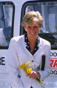 24 JULY 1990 PRINCESS DIANA VISITS THE ROYAL ORTHOPAEDIC HOSPITAL IN STANMORE, MIDDLESEX