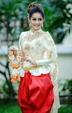 Thai Traditional Dress Traditional Outfits Thai Dress Khmer Wedding Wedding Costumes