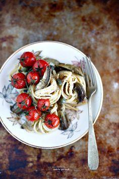 Spaghetti con carciofi e pomodorini al forno
