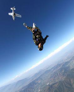 Ayudando a la gravedad!! #GoPRO #paracaidismo #saltobase #flying #volarporelcielo